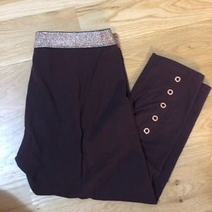 Victoria Secret sport burgundy Capri leggings